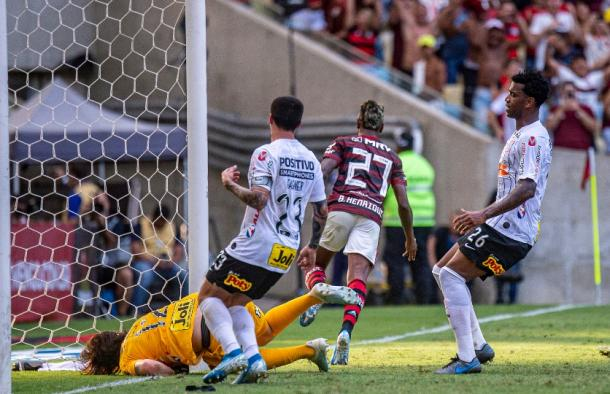 No rebote do pênalti, gol de Bruno Henrique (Foto: Alexandre Vidal/CR Flamengo)