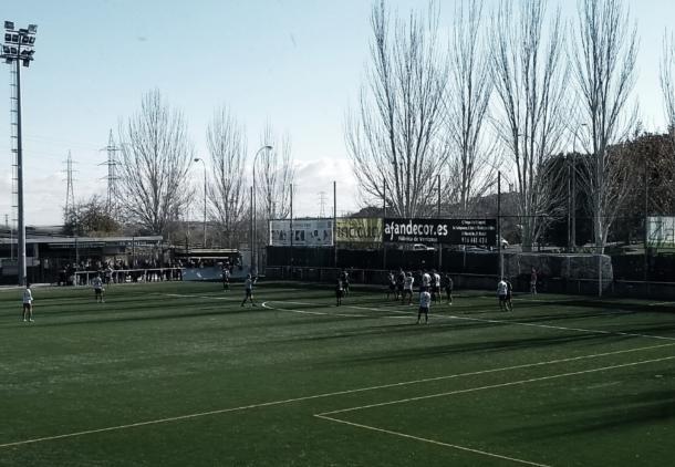 La segunda mitad fue donde se vieron todos los goles del choque y la expulsión de Matos, y donde al final el marcador reflejó un 2-3 a favor de la ED Moratalaz. Fuente: Francisco Nieto.