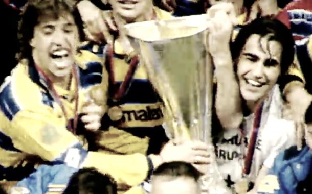 Cannavaro y Crespo celebrando la UEFA con el Parma | Foto: UEFA.com