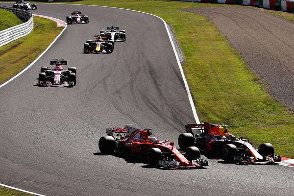Max Verstappen adelanta a Sebastian Vettel en la carrera   Fuente: Zimbio