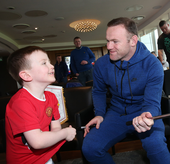 Wayne Rooney takes a selfie at a Manchester United Foundation event | Photo: John Peters/Manchester United