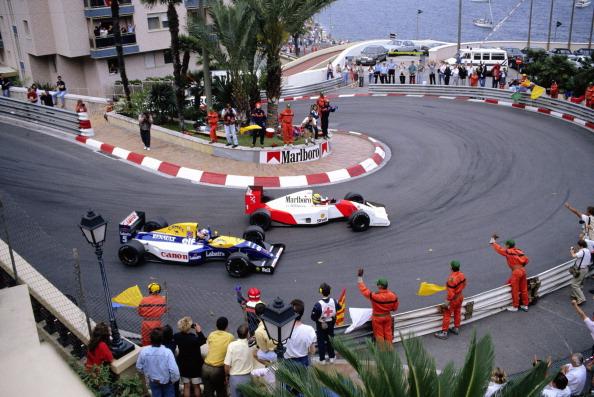 A lentíssima curva 6 é famosa em Mônaco. Mansell tentou ultrapassar Senna por lá em 1992, mas não conseguiu e perdeu por muito pouco (Foto: Rainer W. Schlegelmilch/Getty Images)
