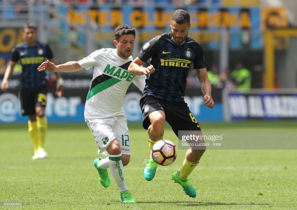 Stefano Sensi con la camiseta de su ex club, Sassuolo, enfrentándose al Inter de Milán; su actual equipo / Foto: Getty images