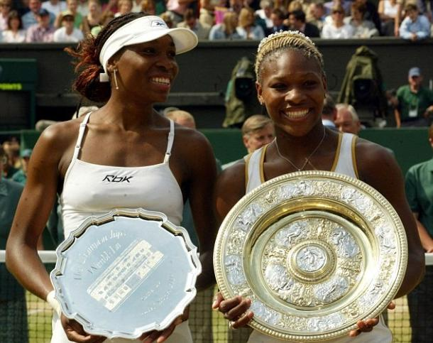 Serena (right) took the world number one ranking from sister Venus (left) when she won Wimbledon in 2002. Photo: EPA