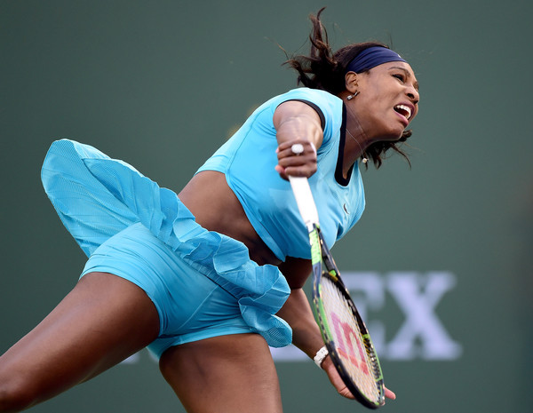 Serena Williams serves during her straight set victory over Kateryna Bondarenko of Ukraine at Indian Wells Tennis Garden on March 15, 2016 in Indian Wells, California. | Photo: Harry How/Getty Images North America
