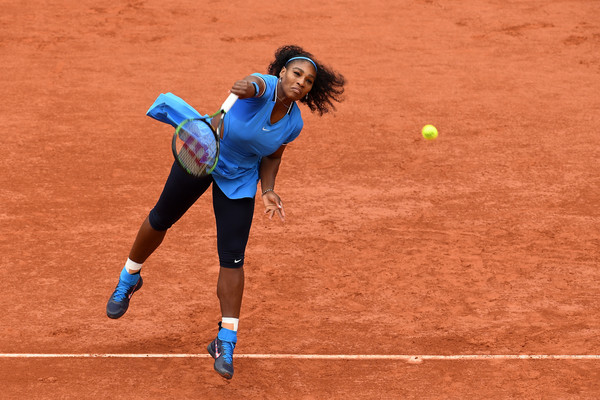 Serena Williams hits a serve during the 2016 French Open final against Garbiñe Muguruza. | Photo: Dennis Grombkowski/Getty Images Europe