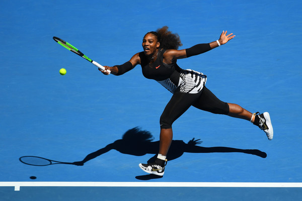 Serena Williams returns a shot   Photo: Quinn Rooney/Getty Images AsiaPac