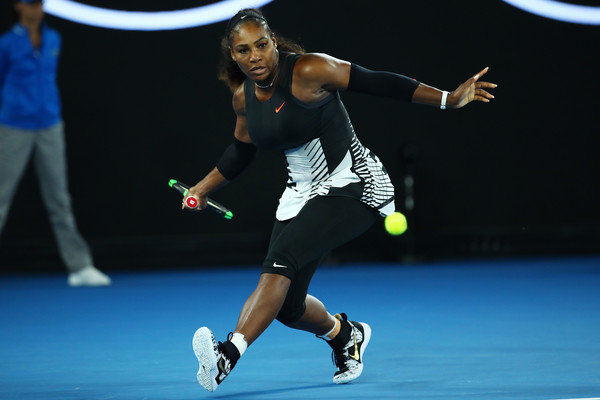 Serena Williams in action during the final of the 2017 Australian Open, defeating her sister Venus Williams | Photo: Clive Brunskill/Getty Images AsiaPac