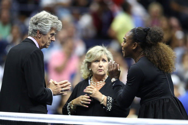 Serena Williams pleads with tournament referee Brian Earley and WTA supervisor Donna Kelso after being handed her third code violation for verbal abuse, which resulted in her receiving an automatic game penalty. | Photo: Elsa/Getty Images