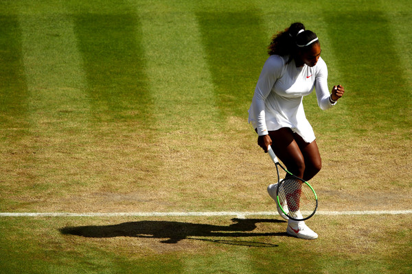 Serena Williams celebrates winning a point | Photo: Clive Brunskill/Getty Images Europe