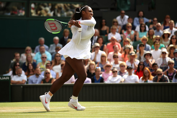 Serena Williams in action on the Centre Court | Photo: Julian Finney/Getty Images Europe