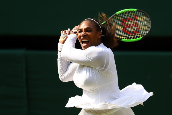 Serena Williams hits a backhand | Photo: Matthew Stockman/Getty Images Europe