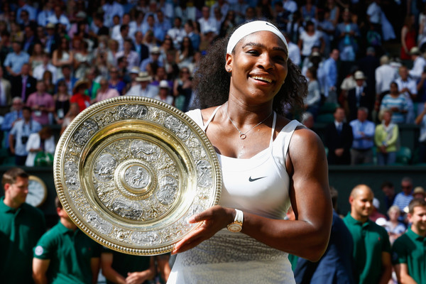 Last year's Wimbledon singles Champion, Serena Williams holding up her trophy. | Photo: Julian Finney/Getty Images