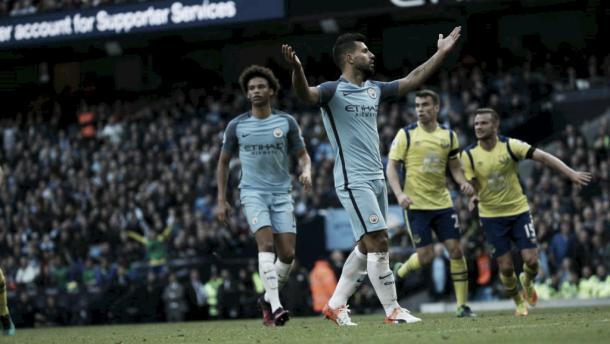 Sergio Agüero y De Bruyne fallaron un penalti cada uno frente al Everton | Foto: ManCity