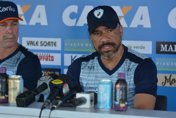 Sérgio Soares espera maior força do Londrina em casa para aproximar-se do G-4 (Foto: Gustavo Oliveira/ Londrina EC)