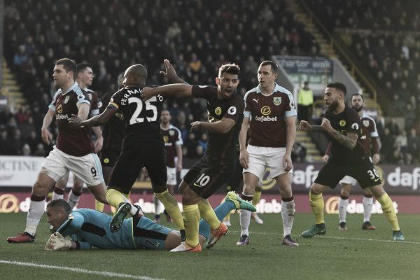Os dois gols anotados contra o Burnley fez Agüero chegar ao topo da artilharia do Premier League (Foto: