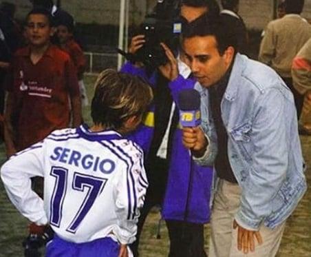 Sergio Canales con la camiseta del colegio San Agustín de Santander. Fuente: @sergiocanalesoficial