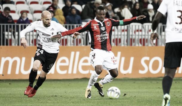 Seri, el capitán del Niza ante la ausencia de Dante. Foto: twitter.com/OGCNice