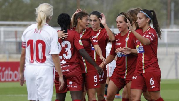 Las jugadoras del EDF Logroño femenino celebrando un gol frente al Sevilla FC | Foto: Sevillafc.es