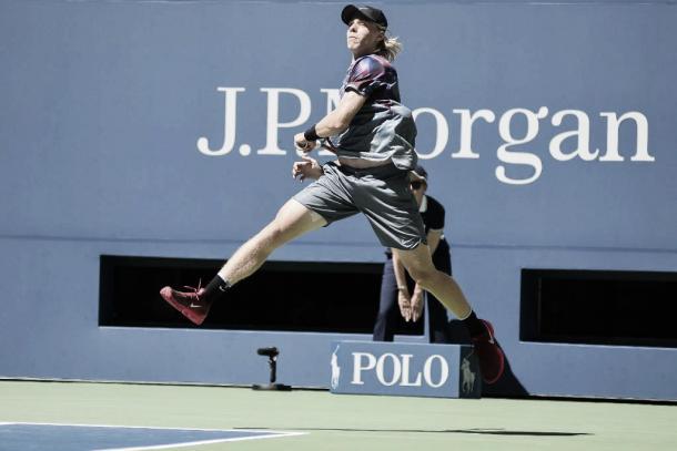 Denis Shapovalov, volando sobre la Arthur Ashe. Foto: US Open.