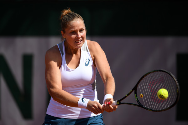 Garcia advances in Strasbourg, Wozniacki retires