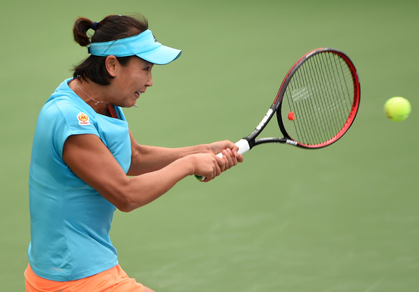 Peng Shuai in action at the Dubai Duty Free Tennis Championships | Photo: Tom Dulat/Getty Images Europe