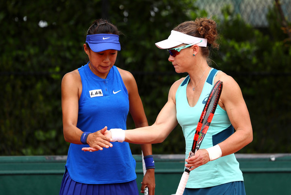 Samantha Stosur and Zhang Shuai in action at the 2016 French Open | Photo: Julian Finney/Getty Images Europe