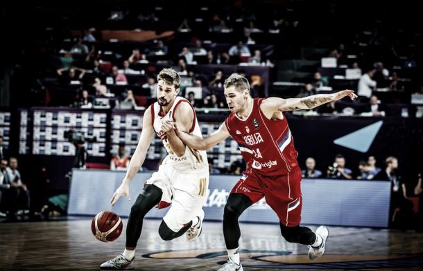 Shved supera a Jovi / Foto: FIBA