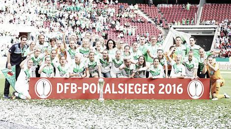 Wolfsburg celebrate on Saturday. | Image source: UEFA