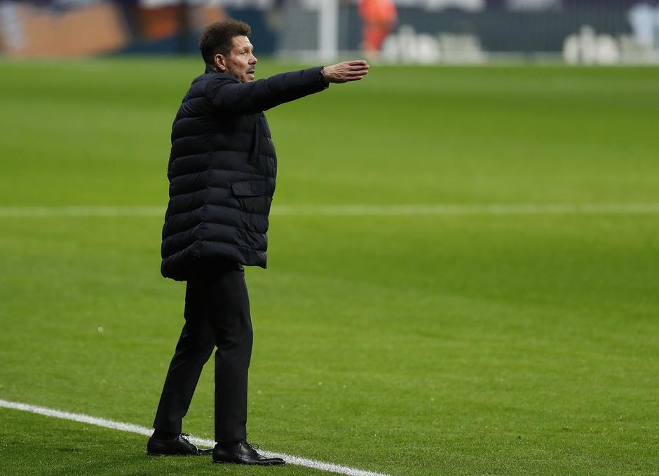 Simeone dando instrucciones. | Fuente: Atlético de Madrid