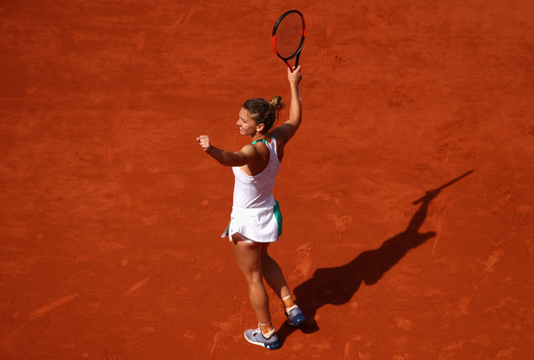 Simona Halep celebrates the hard-fought win | Photo: Clive Brunskill/Getty Images Europe