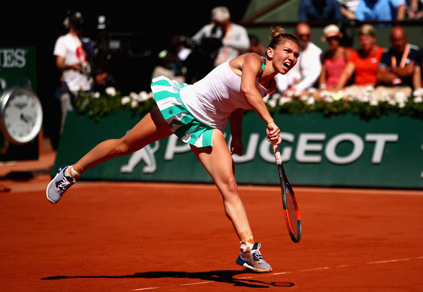 Simona Halep's serves were too vulnerable today, and Ostapenko took advantage of those | Photo: Clive Brunskill/Getty Images Europe