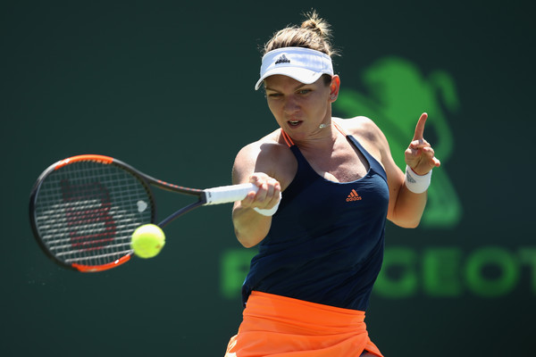 Simona Halep in action | Photo: Julian Finney/Getty Images North America