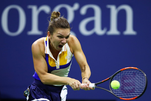 Simona Halep in action during her tough first-round encounter against Sharapova | Photo: Clive Brunskill/Getty Images North America