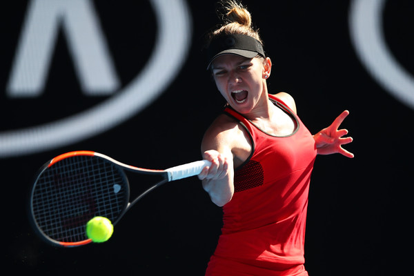 Simona Halep was leading 6-3, 3-1 before her backhands totally crumbled | Photo: Clive Brunskill/Getty Images AsiaPac