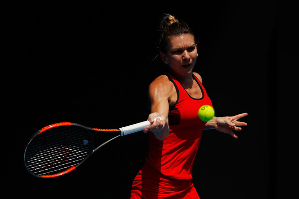 Simona Halep in action during the lengthy thriller | Photo: Scott Barbour/Getty Images AsiaPac