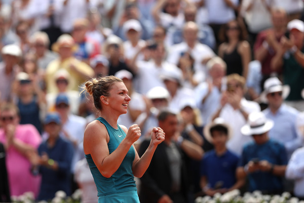 Halep celebrates her victory | Photo: Matthew Stockman/Getty Images Europe