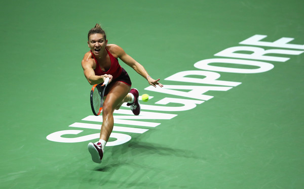 Simona Halep hits a running forehand | Photo: Clive Brunskill/Getty Images AsiaPac