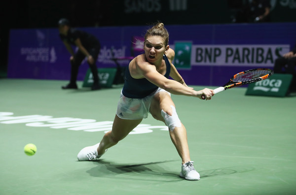 A left knee injury hindered Halep at last year's WTA Finals | Photo: Julian Finney/Getty Images AsiaPac