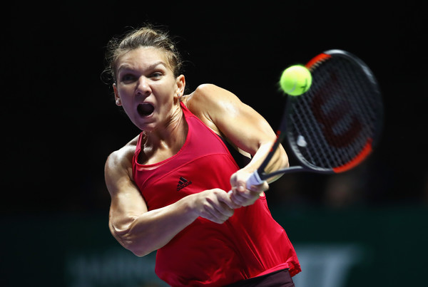 Simona Halep in action at the WTA Finals | Photo: Clive Brunskill/Getty Images AsiaPac