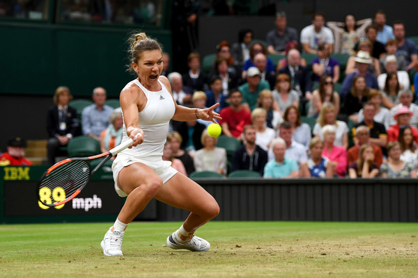 Simona Halep squats to hit a forehand during her quarterfinal match against Johanna Konta, putting in a great performance despite falling short | Photo: Shaun Botterill/Getty Images Europe