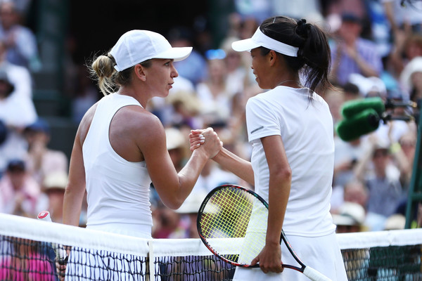 Both players meet at the net for a nice handshake after the match | Photo: Michael Steele/Getty Images Europe