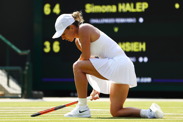 Simona Halep owned a 5-2 lead in the deciding set and earned a match point but ultimately fell in a heartbreaker | Photo: Michael Steele/Getty Images Europe