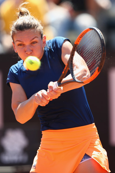 Simona Halep battles past the Russian in three sets | Photo: Michael Steele/Getty Images Europe