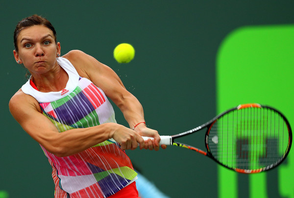 Simona Halep strikes a backhand at the Miami Open   Photo: Mike Ehrmann/Getty Images