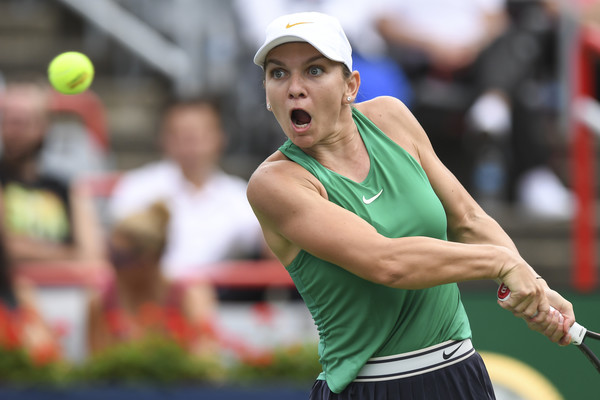 Simona Halep dug deep to claim the opening tiebreak 11-9 | Photo: Minas Panagiotakis/Getty Images North America