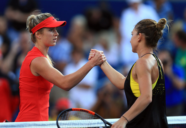 Svitolina and Halep meets at the net after their meeting at the Rogers Cup | Photo: Vaughn Ridley/Getty Images North America
