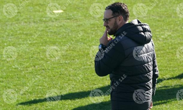 Bordalás dirige un entrenamiento. Fuente: VAVEL.com
