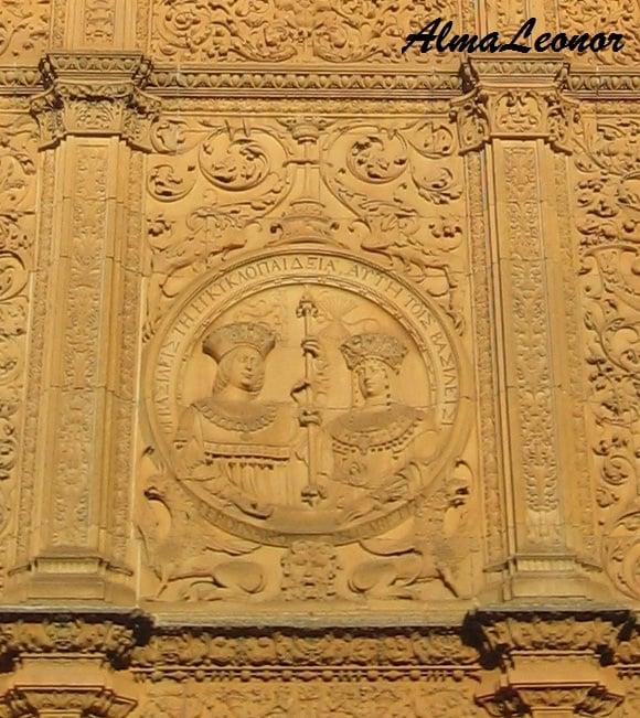Medallón de los Reyes Católicos (Imagen: AlmaLeonor, de Vavel)