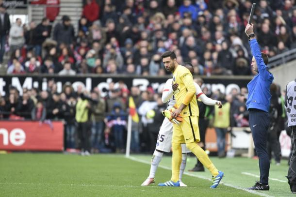 Sirigu comes on for Trapp against Guingamp. (Source: PSG's official webstie)